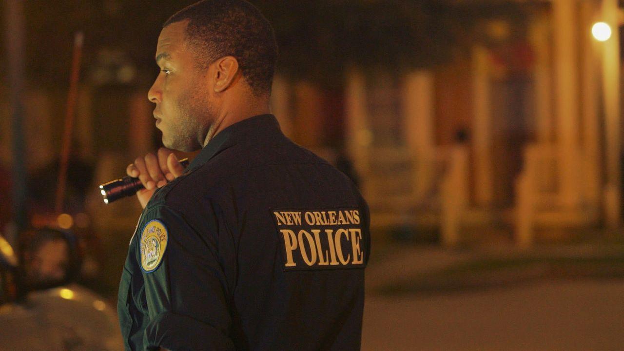 Die Polizisten Randy Walton (Bild) und Devin suchen nach einem Drogendealer, der sich in einer gefährlichen Nachbarschaft in New Orleans versteckt.... - Bildquelle: 2015 Wolf Reality, LLC and 44 Blue Productions, Inc.  All Rights Reserved.