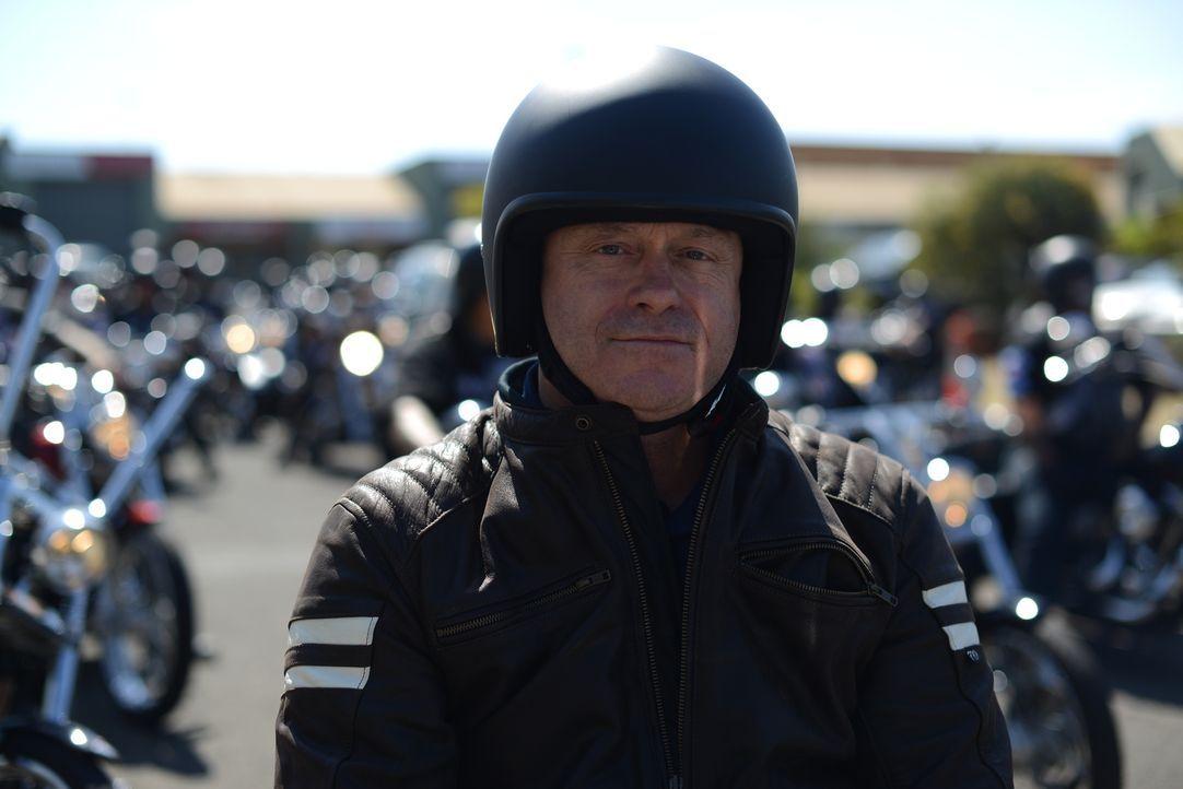 Ross Kemp begibt sich mit einer Harley auf einen Roadtrip durch Australien, um zu erforschen, wie viel Kriminalität tatsächlich von den Motorradclub... - Bildquelle: Freshwater Films Ltd 2015