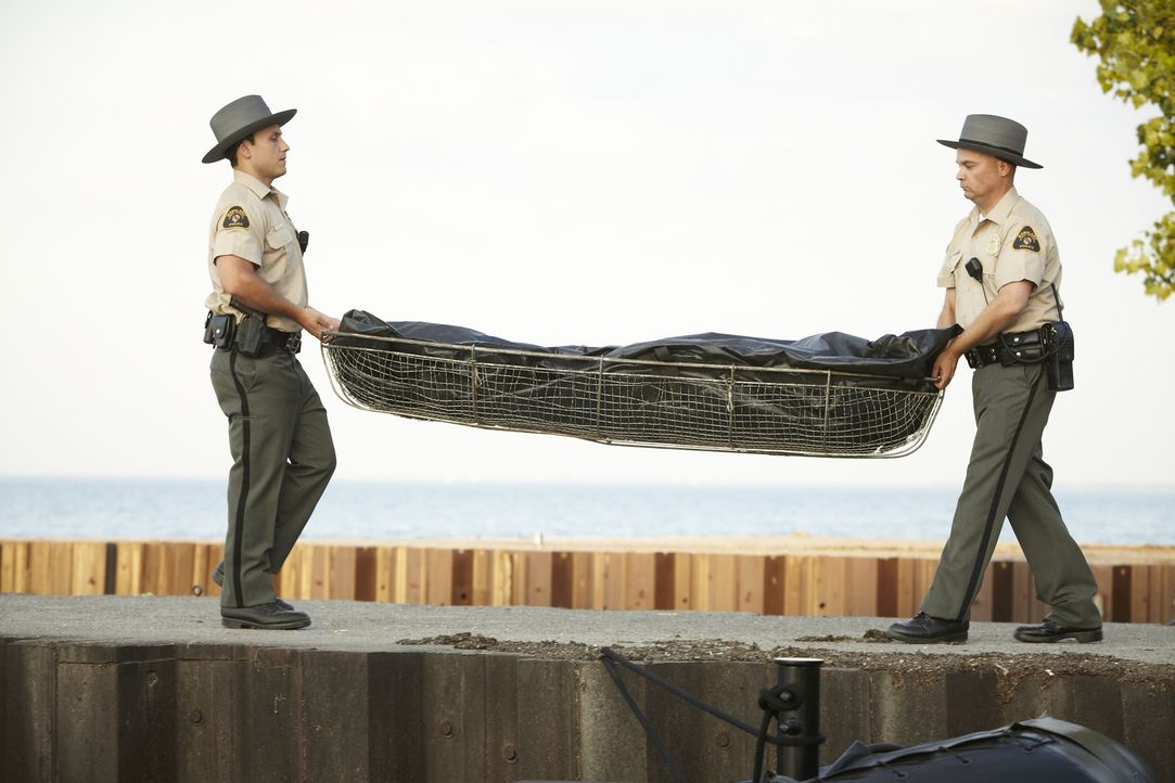 Als die Leiche einer jungen Frau in der Chesapeake Bucht gefunden wird, stehen die Ermittler zunächst vor einem Rätsel. Wer ist die Frau und warum m... - Bildquelle: Jag Gundu Cineflix 2012