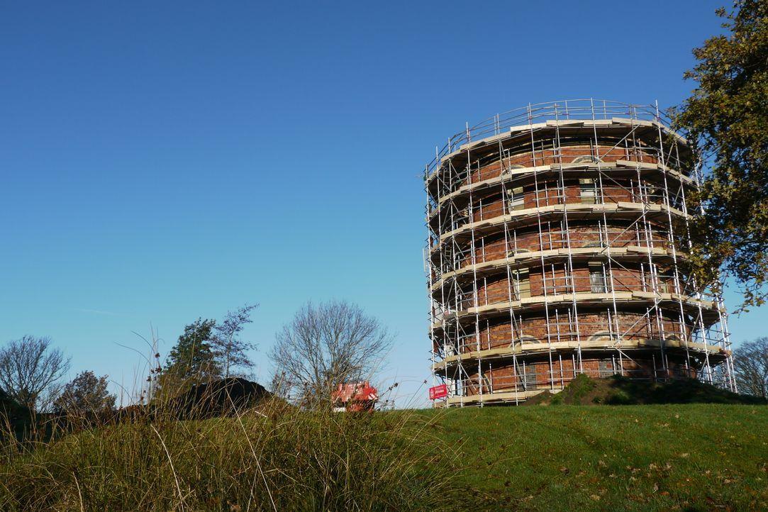 Andy Critchlow will einen denkmalgeschützten Wasserturm in Eigenregie in ein modernes Wohnhaus verwandeln. Architekt George Clarke steht mit Rat zur... - Bildquelle: Tiger Aspect Productions Ltd MMXIV