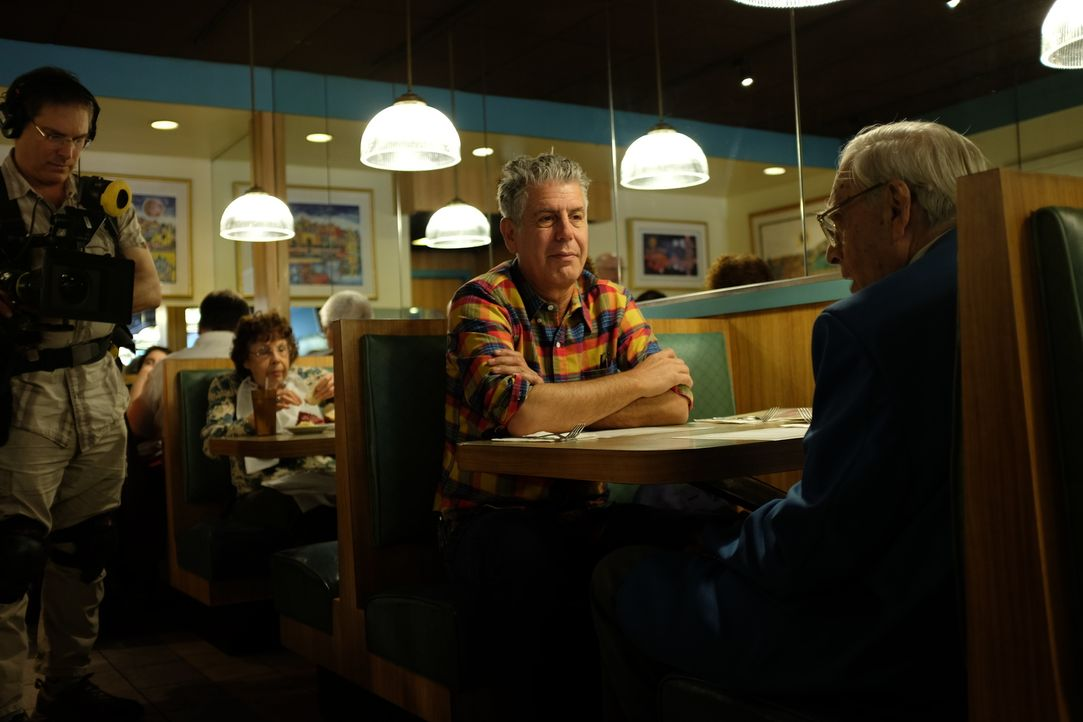 Auf seiner kulinarischen Reise um den Globus erkundet Anthony Bourdain (2.v.r.) die Bronx. Ein Abenteuer wartet auf ihn ... - Bildquelle: 2014 Cable News Network, Inc. A TimeWarner Company All rights reserved