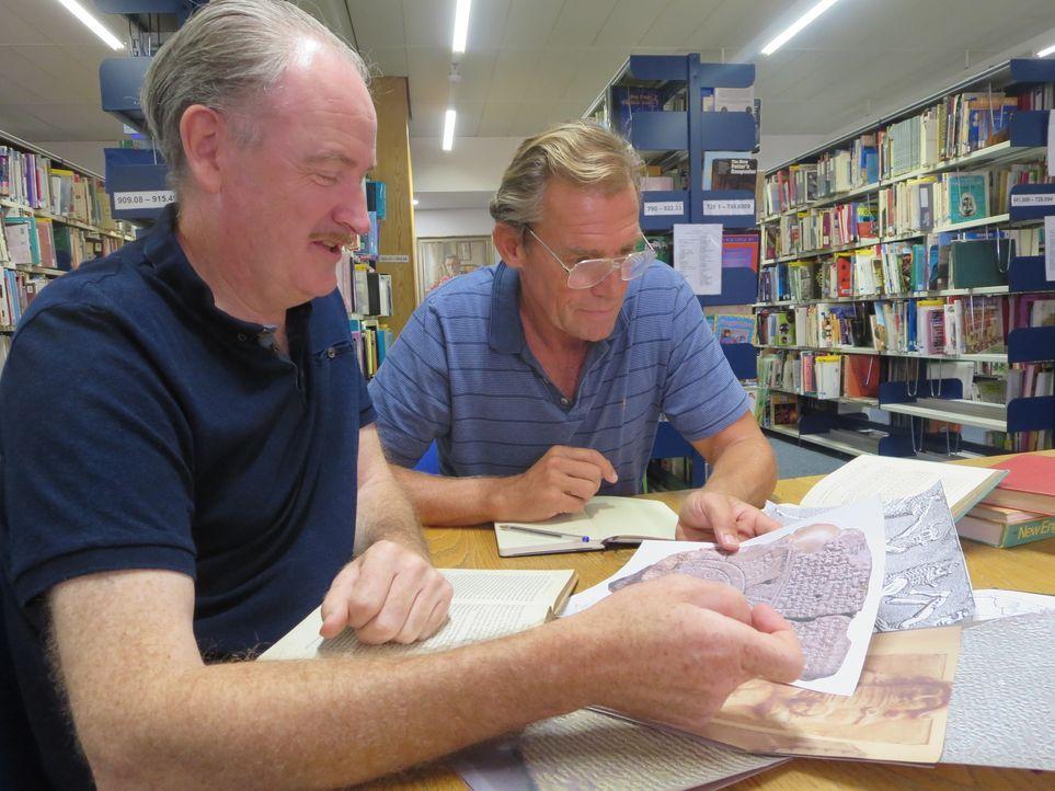 Die zwei Meeresforscher Walter Pitman (l.) und Bill Ryan (r.) wollen herausfinden, ob die biblische Sintflut tatsächlich stattgefunden hat. - Bildquelle: Sandrine 2014 WORLD MEDIA RIGHTS LIMITED / Sandrine