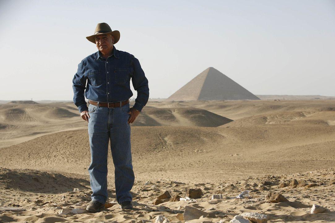 Ein Kamerateam begleitet den berühmten Archäologen und Ägyptologen Dr. Zahi Hawass (Foto) bei seiner spannenden, manchmal gefährlichen und stets sta... - Bildquelle: Shawn Baldwin 2010 A&E TELEVISION NETWORKS. All Rights Reserved.