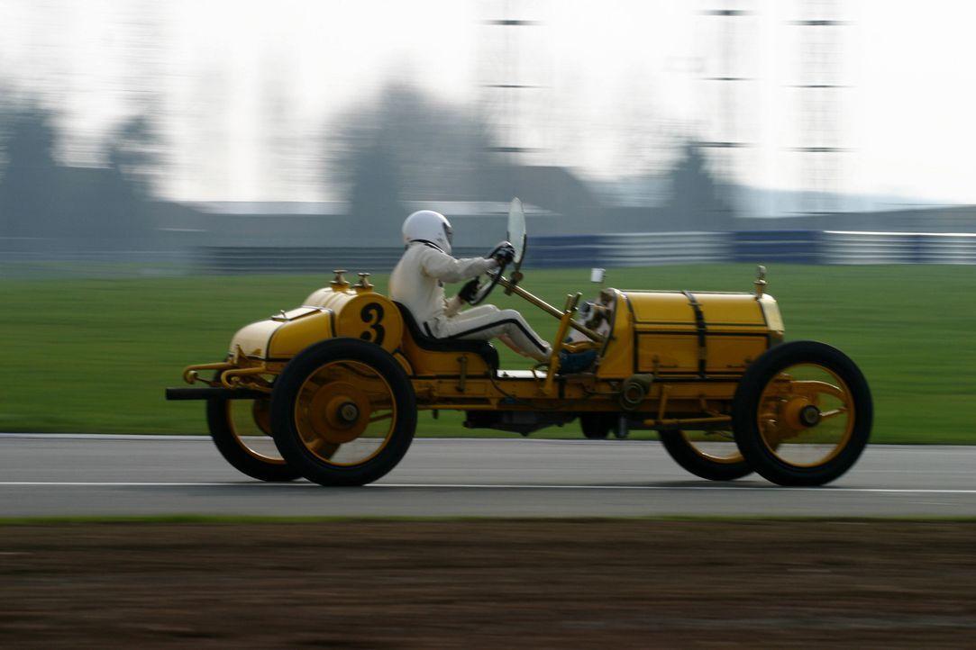 Von wegen High Speed. Der erste dokumentierte Geschwindigkeitsrekord eines Automobils wurde 1898 von dem Franzosen Gaston de Chasseloup-Laubat mit 6... - Bildquelle: 2013 A& E Television Networks, LLC. All Rights Reserved.