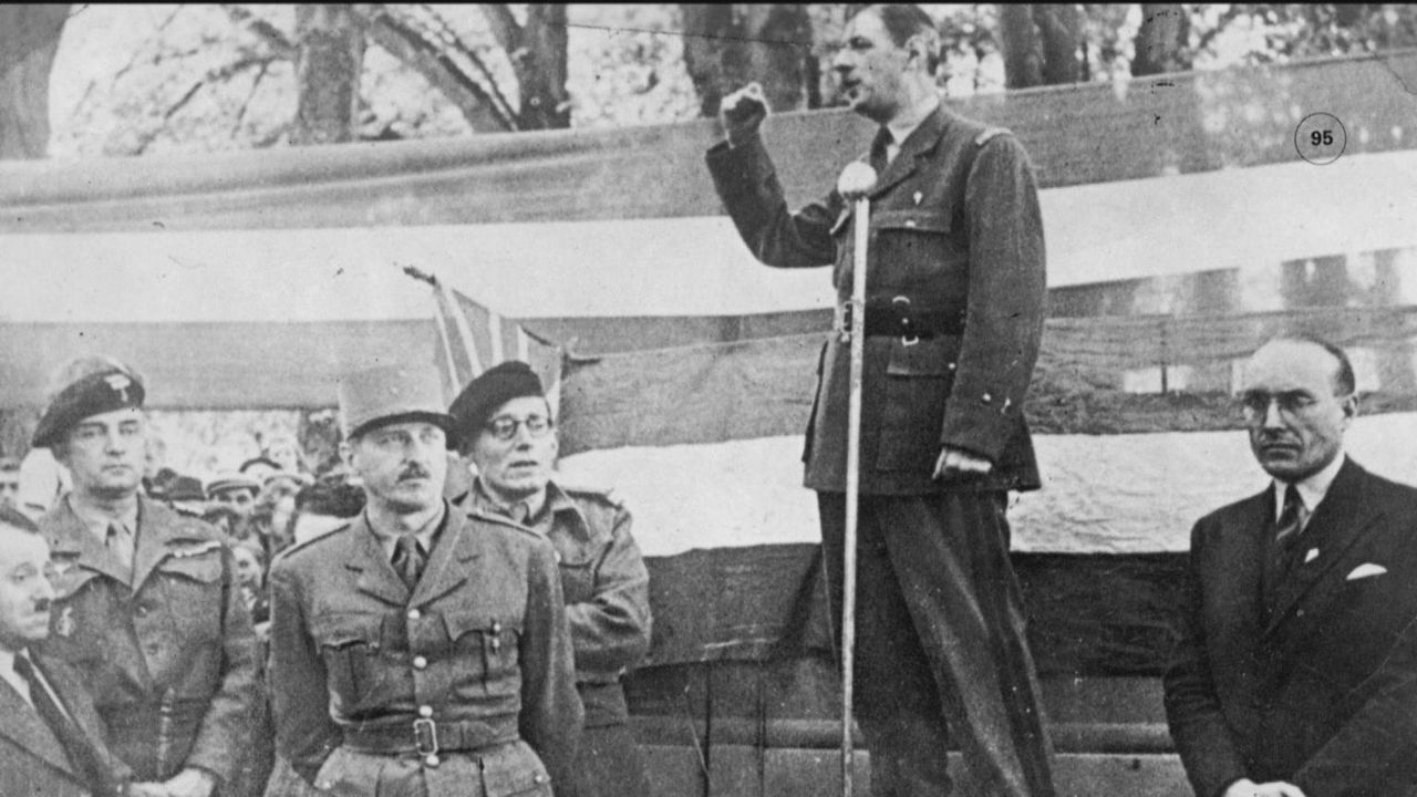Nachdem die Alliierten Frankreich von den Nazis befreit hatten, wurden sie vom Volk bejubelt. Doch nun stellte sich die Frage, wie es mit Frankreich... - Bildquelle: Vivendi Content and Lets Pix Productions