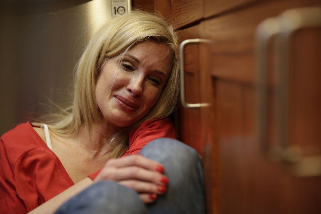 Am Boden zerstört: Beth Holloway (Foto) ist verzweifelt, als sie erfährt, dass ihre Tochter Natalee auf Aruba verschwunden ist und alles auf ein bru... - Bildquelle: 2015 AMS Pictures All Rights Reserved