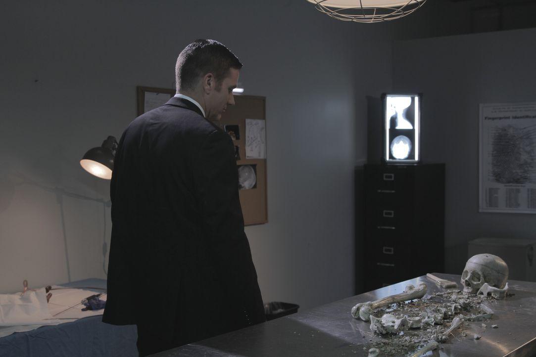 Zwei scheinbar unlösbare Mordfälle bereiten Lt. Joe Kenda (Carl Mario) schlaflose Nächte - der Mord an einer schwangeren Frau und eine aufgeblähte L... - Bildquelle: Jupiter Entertainment