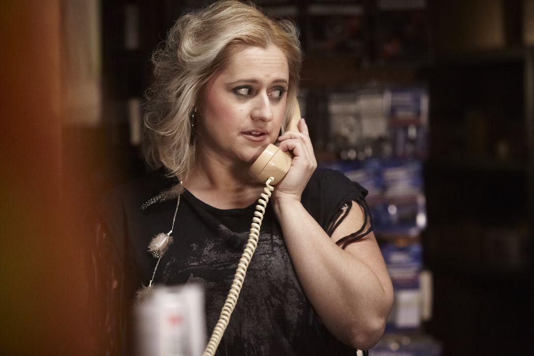 Weiß Gail Haberstroh (Sofia Gian) mehr über den Mord an einer alleinerziehenden Mutter, als sie bei den Detectives zugibt? - Bildquelle: Ian Watson Cineflix 2014