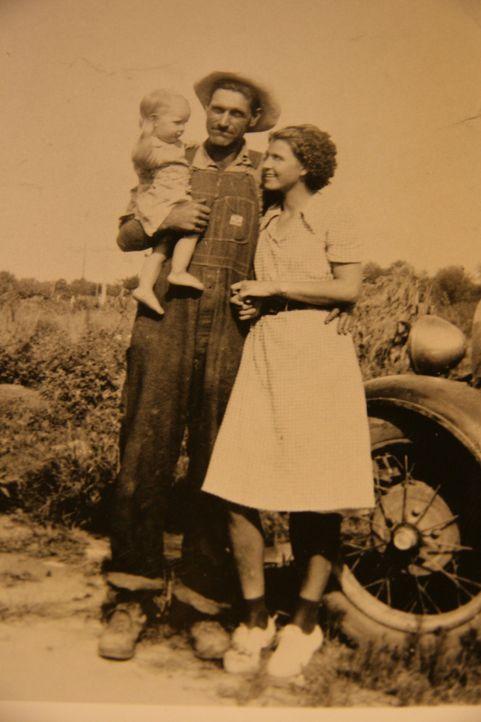 Die Eheleute Ray und Faye Copeland aus Missouri ermordeten fünf ihrer Gelegenheitsarbeiter, die sie vorher auf Viehauktionen geschickt hatten, um do...