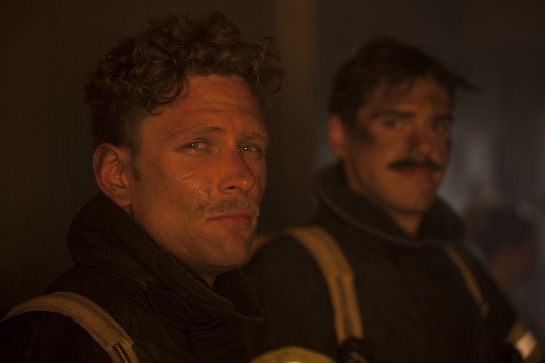 Jack Pritchard (Cody Ray Thompson, l.) liebte seinen Job als Feuerwahrmann und schreckte vor nichts zurück, wenn es darum ging, anderen Menschen zu... - Bildquelle: DHH Productions Inc.