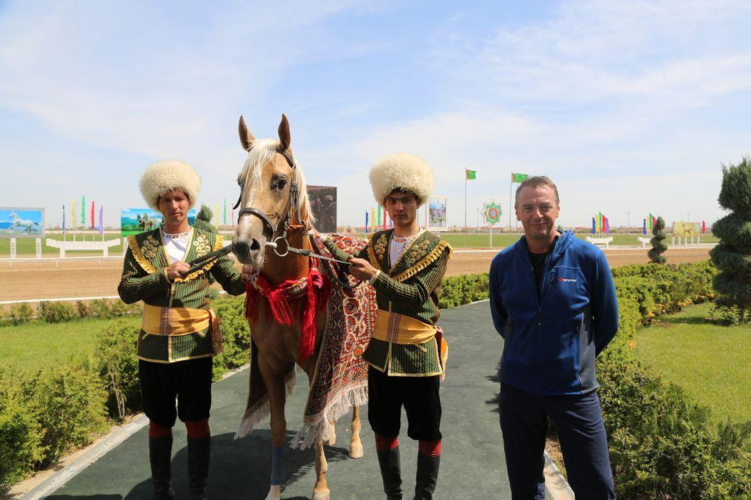 Turkmenistan ist nicht gerade ein typisches Urlaubsland, zumal es äußert schwierig ist, als Westeuropäer ein Visum zu erhalten. Nichtsdestotrotz hat... - Bildquelle: 2013 deMENSEN