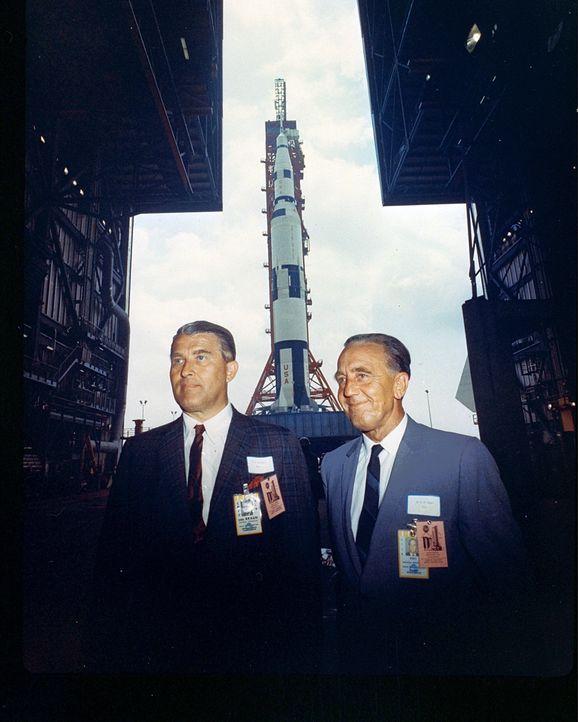 Wernerh von Braun (l.); Kurt Heinrich Debus (r.) - Bildquelle: 2015 A&E Networks, LLC