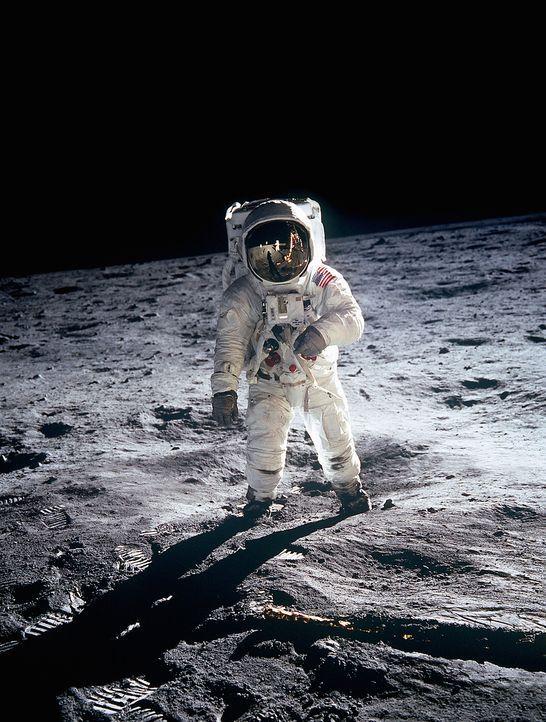 US-Astronaut Buzz Aldrin (Bild) auf dem Mond. Verschwörungstheoretiker Bart Sibrel behauptet jedoch, dass dieses Foto in einem Fernsehstudio entstan... - Bildquelle: Getty Images
