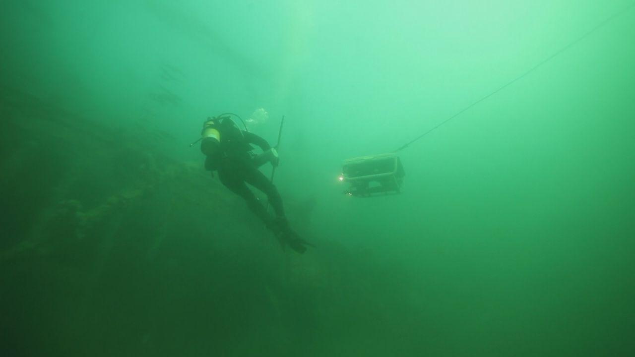 Bombenentschärfung zwischen hungrigen Killerwalen ... - Bildquelle: 2012 PIXCOM PRODUCTIONS INC.