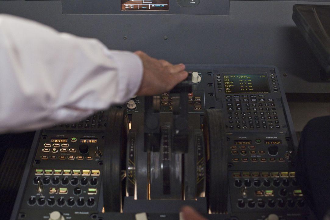 Januar, 2009: Kurz nach dem Start vom New Yorker LaGuardia Flughafen gerät die Maschine in einen Vogelschwarm. Beide Motoren fallen aus und lassen s... - Bildquelle: Panagiotis Pantazidis Cineflix 2009