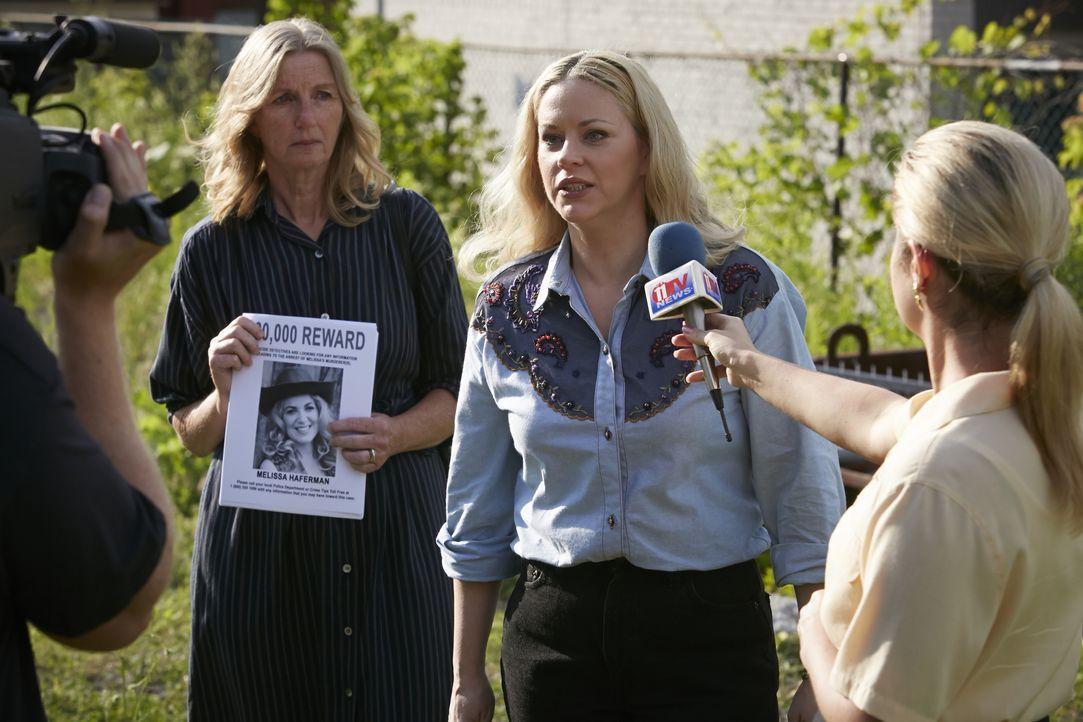 Nachdem die Polizei einfach keine Spur zum Mörder ihrer Tochter finden kann, macht Brenda Haferman (Dawn Sadler, M.) einen Aufruf in der Öffentlichk... - Bildquelle: Ian Watson Cineflix 2014 / Ian Watson