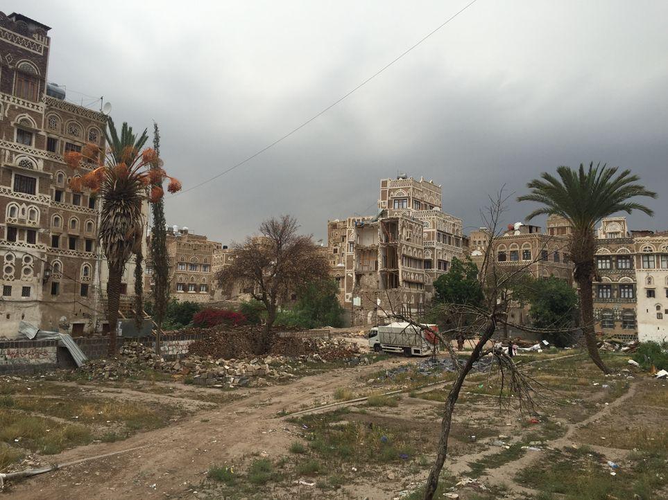 Die Reporter sind heute im kriegsgeschundenen Jemen unterwegs. Sie dokumenti... - Bildquelle: Licensed by Passion Distribution Ltd.