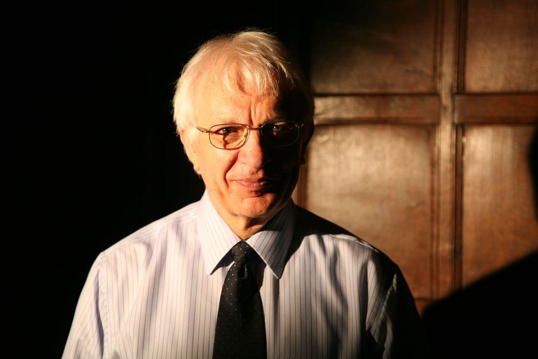 Robin Briggs ist ein Historiker, der sich auf die französische Geschichte des 17. Jahrhunderts spezialisiert hat. Er untersucht unter anderem die Ge... - Bildquelle: Parthenon Entertainment Limited