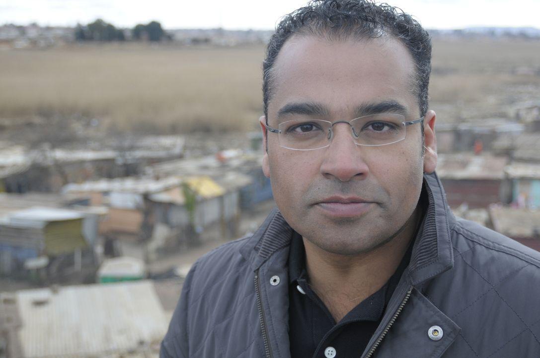 Reporter Krishnan Guru-Murthy (Bild) wagt sich ins südafrikanische Johannesburg und trifft sich dort mit Menschen, die sich vom Staat betrogen fühle... - Bildquelle: Quicksilver Media 2012