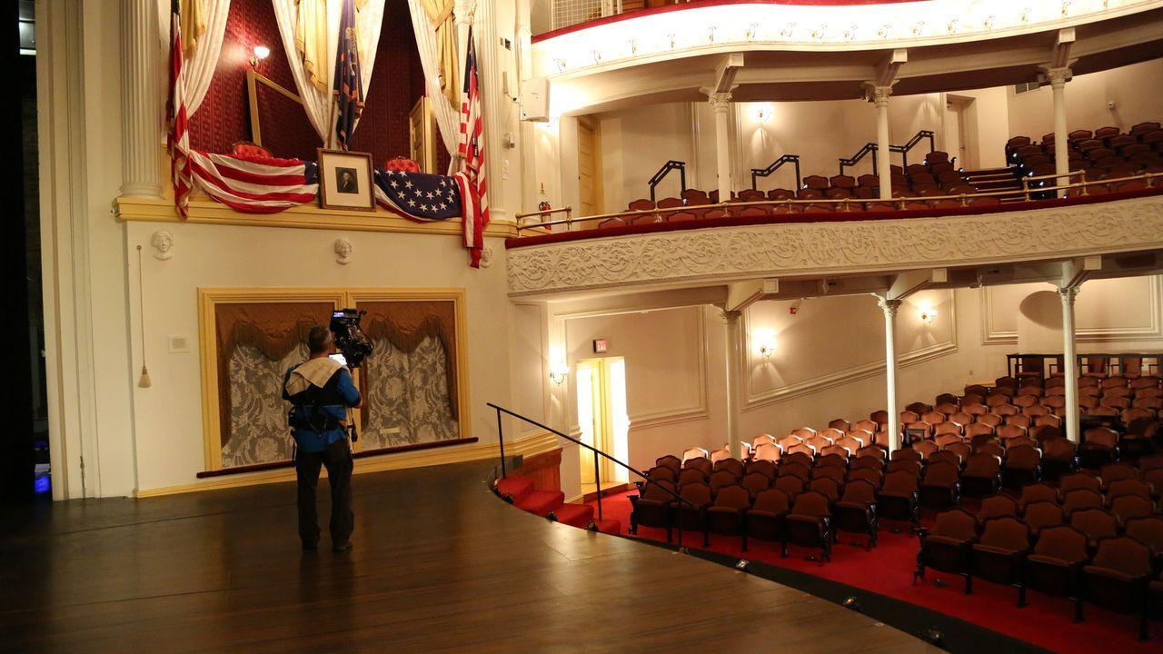 Das Ford's Theater hat seine Funktion als Theater bis heute nicht verloren und trotzdem kommen die meisten Besucher, um den Ort zu sehen, an dem die... - Bildquelle: Indigo Films/ DCL
