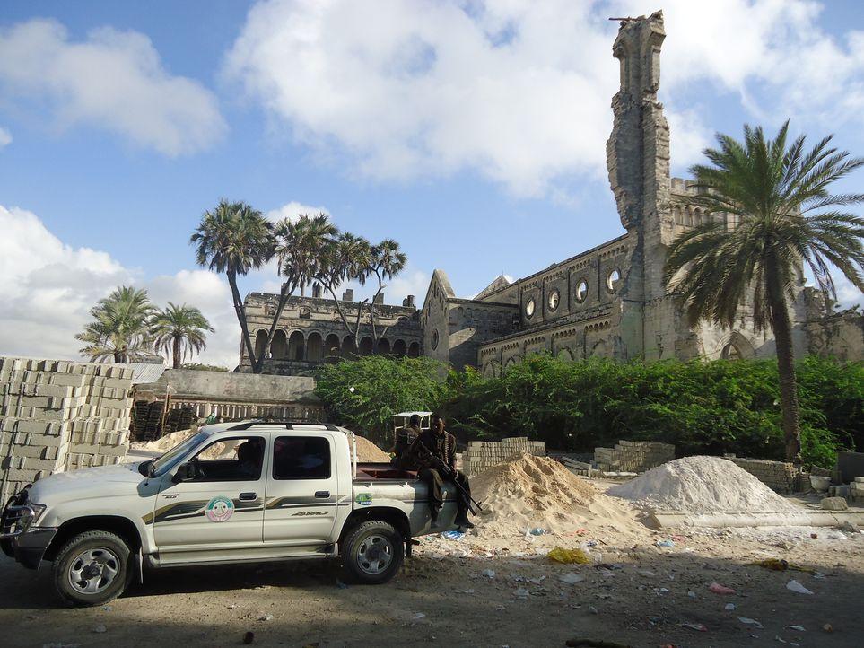 """""""Unreported World"""" Reporter Aidan Hartley reist nach Mogadishu, um sich dort mit dem Koch Ahmed zu treffen, der ihm Einblicke in das Leben dort gewä... - Bildquelle: Quicksilver Media"""