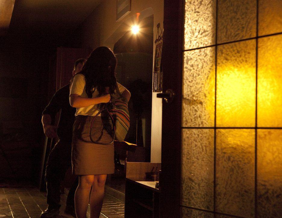 Wer ist der Gainsville-Ripper? Ein Killer schleicht sich heimtückisch an Studentinnen wie Christa Hoyt (Kayla Whelan, r.) ran, tötet sie auf brutale... - Bildquelle: Jeremy Lewis Cineflix 2010