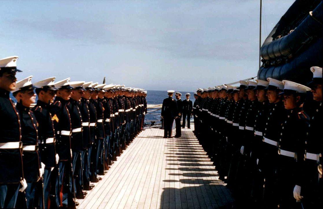 """Die """"USS Texas"""" ist das älteste Schlachtschiff der US Navy und ausgerüstet mit zehn schlagkräftigen 35,6 cm-Kalibern. Als erstes Kriegsschiff überha... - Bildquelle: Lou Reda Productions, Inc."""