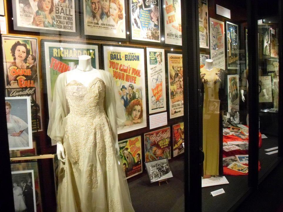 Tod einer Diva: Im Hollywood-Museum in L.A. nimmt Don Wildman einen Pillenbehälter unter die Lupe, der Aufschluss über den mysteriösen Tod von Maryl... - Bildquelle: The Travel Channel, L.L.C. All rights reserved.