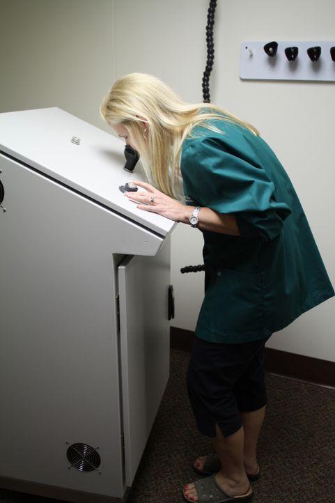 Geruchstest: Forscher in St. Croix Sensory - einer sensorische Prüfungs- und Schulungseinrichtung in Stillwater/Minnesota - untersuchen schlechte Ge... - Bildquelle: Courtesy Half Yard Productions