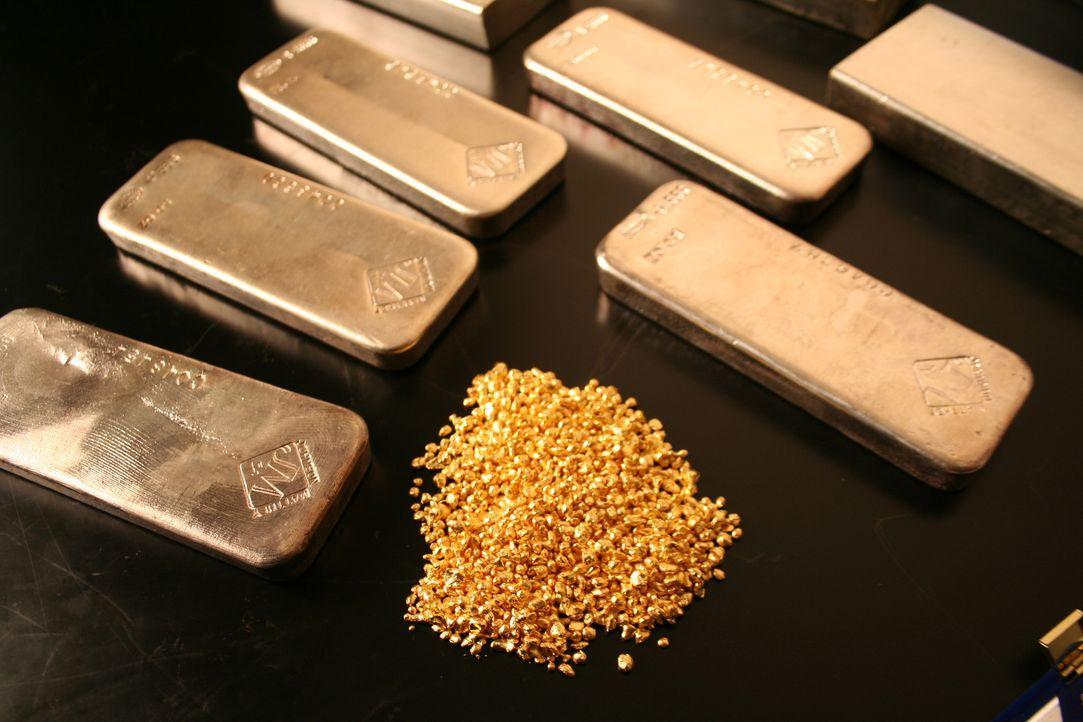 Die kleinsten Goldpartikel aus alten elektronischen Geräten werden wiederverwertet und z.B. in neue Goldbarren gegossen. - Bildquelle: PMF/Klaire Markham