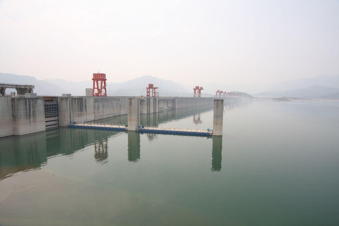 Der Drei-Schluchten-Staudamm im Fluss Yangtse in China stellt ein einmaliges... - Bildquelle: Caroline Harvey Caroline Harvey