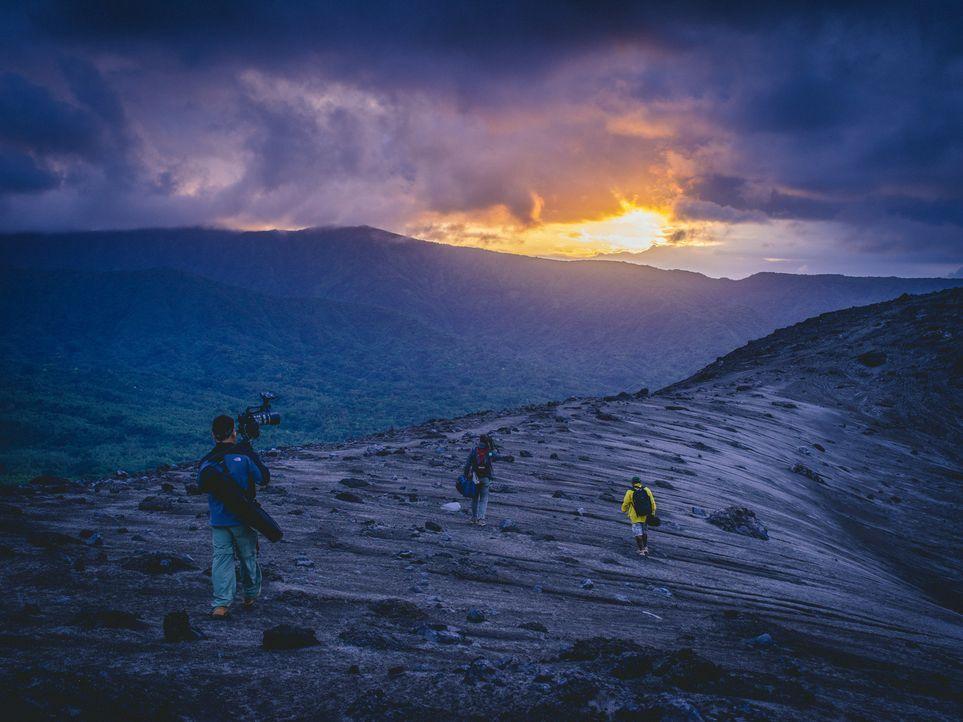 Bill Weir besucht Stammesvölker in Vanuatu, wahrscheinlich eines der letzten Paradiese, und porträtiert Menschen, deren Welt sich gerade dramatisch... - Bildquelle: Bill Weir 2014 Cable News Network. A Time Warner Company. All Rights Reserved.