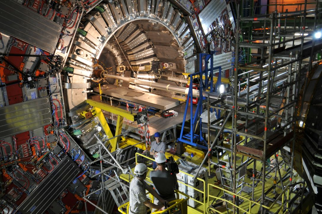 Der Large Hadron Collider (LHC) ist ein Teilchenbeschleuniger am Europäischen Kernforschungszentrum CERN in der Schweiz. An der Planung und an dem B... - Bildquelle: Molly Tait NGC Network International, LLC All rights reserved.