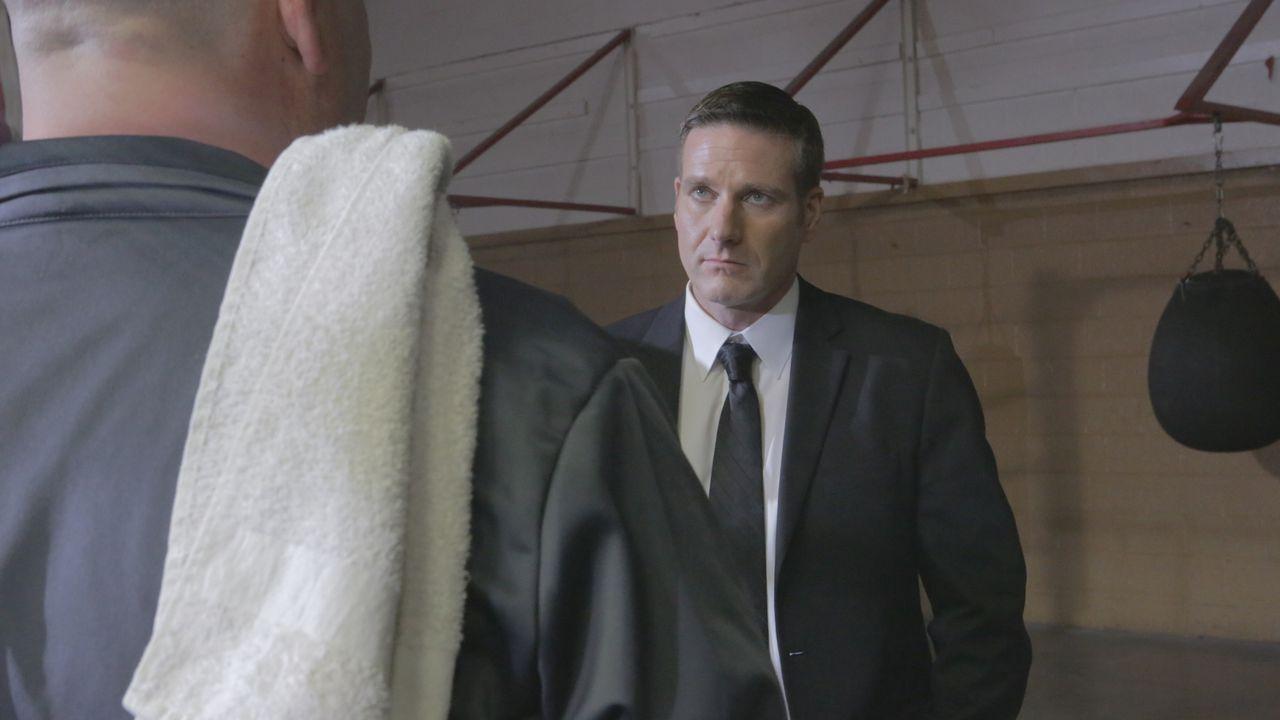 Wer hat Pamela Edwards getötet? Ermittler Lt. Joe Kenda (Carl Marino, r.) begibt sich in einem Boxclub auf Spurensuche ... - Bildquelle: Jupiter Entertainment