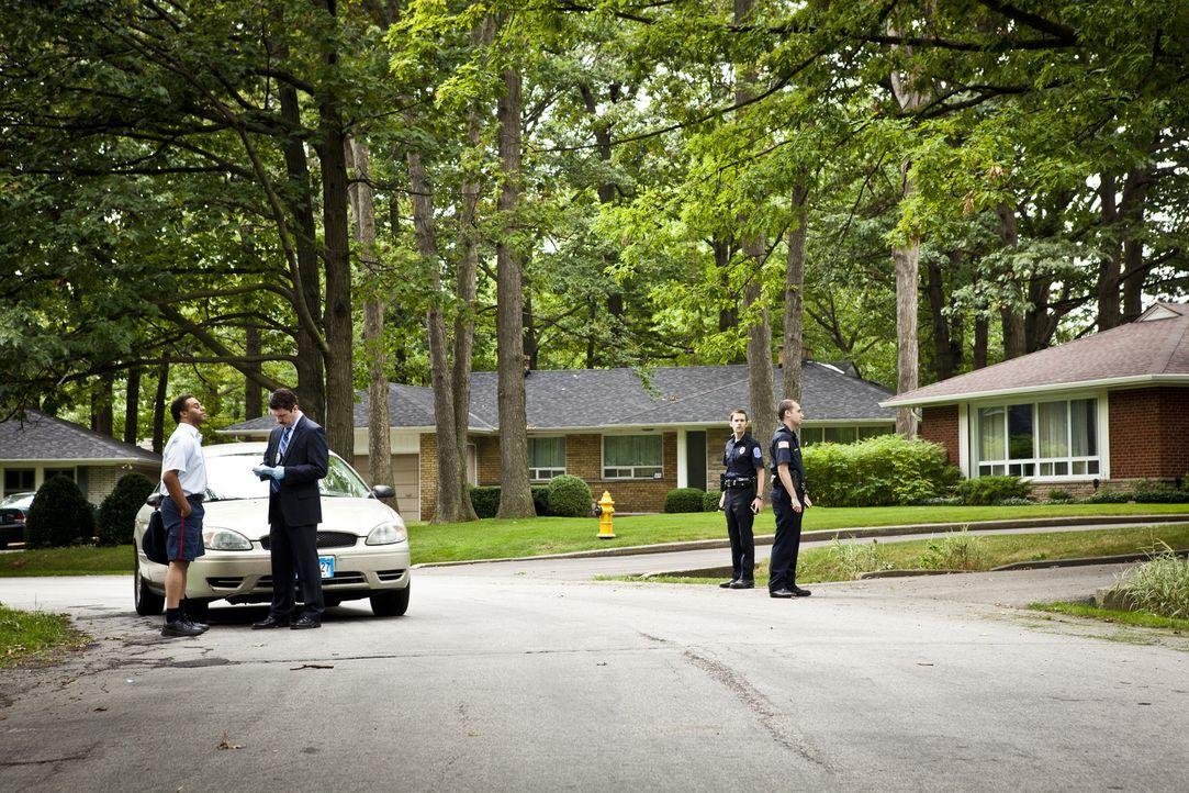 Nachdem die 17-jährige Jessica Carpenter in ihrem Elternhaus in Aiken, South Carolina vergewaltigt und ermordet wurde, sucht die Polizei am Tatort u... - Bildquelle: Cineflix 2011