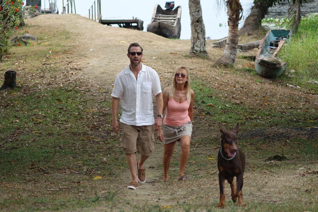 Nachdem Keith Werle (l.) und Cher Hughes (r.)aus Florida auf eine Insel in Panana ausgewandert sind, zerbricht ihre Ehe - mit fatalen Folgen ... - Bildquelle: Alvaro Acosta Cineflix 2014
