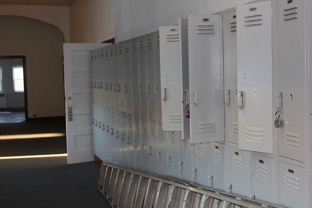 Auf der Suche nach interessanten Gegenständen in baufälligen Gebäuden nimmt ... - Bildquelle: 2014, DIY Network/Scripps Networks, LLC. All Rights Reserved