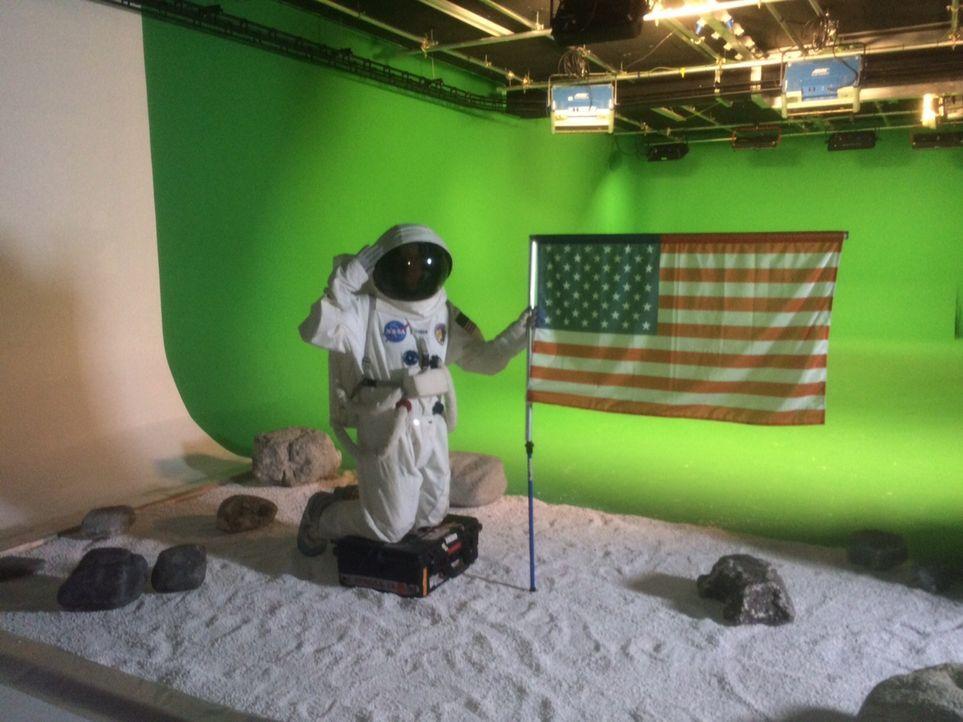 Will Stell (Foto) re-inszeniert die vermeintliche Fälschung der Mondlandung in einem Filmstudio. Verschwörungstheoretiker Bart Sibrel behauptet, die... - Bildquelle: 2015 Channel 5 Broadcasting Limited