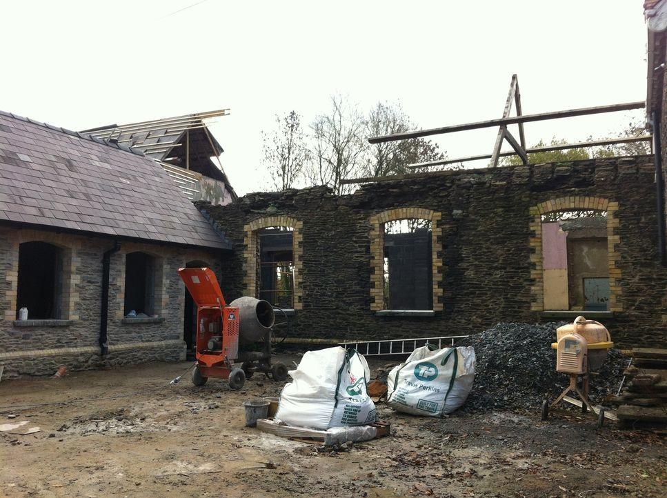 Das Ehepaar Hall kaufte ein verlassenes viktorianisches Schulgebäude in West Wales. Die beiden wollten daraus sowohl einen Wohlfühlraum für die Fami... - Bildquelle: D:\Users\hag0001j\Desktop\Restorian  Man\315
