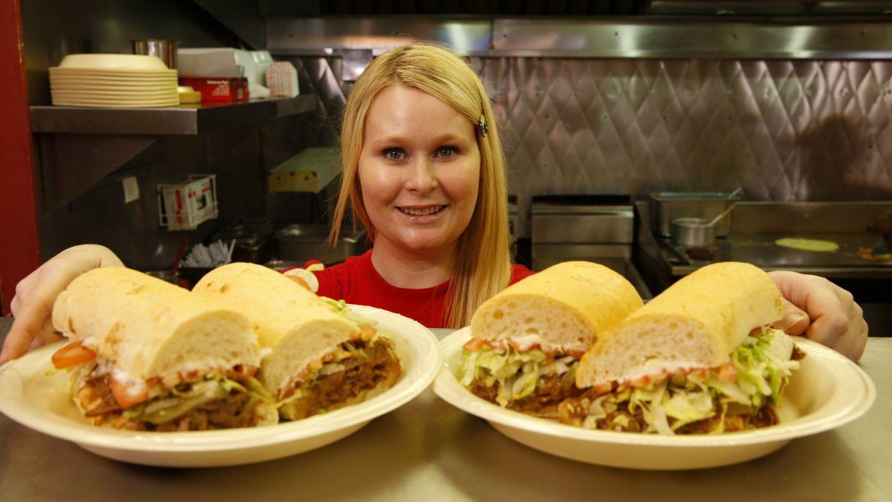 New Orleans ist eine faszinierende Stadt und ihre Küche setzt sich aus den Einflüssen unterschiedlicher Kulturen zusammen. Andrew Zimmern geht dort... - Bildquelle: 2014,The Travel Channel, L.L.C. All Rights Reserved
