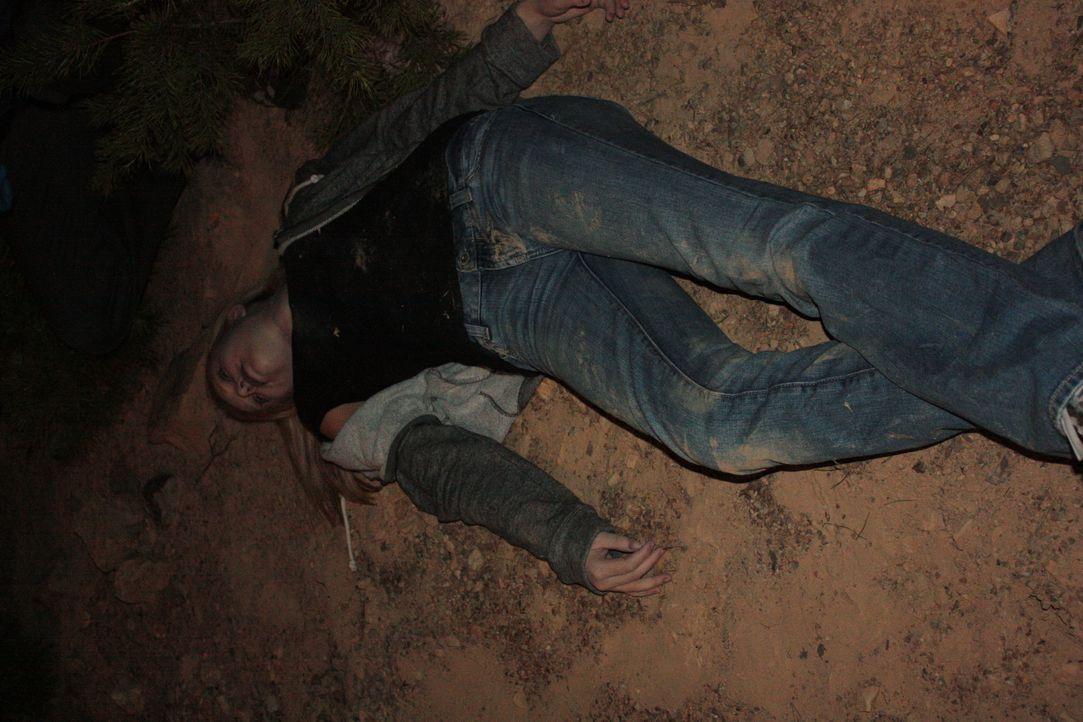 Wer ist der mysteriöse anonyme Anrufer, der die Polizei zur Leiche geführt hat? - Bildquelle: Jupiter Entertainment