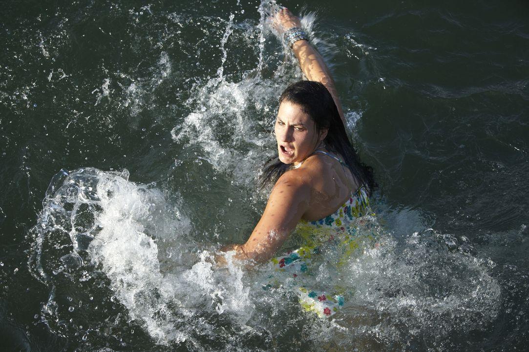 Nancy Manni (Ashlee Erron Bueckert) war Studentin an einer Seemannsschule und liebte das Abenteuer. Doch als sie das Angebot eines fremden Mannes an... - Bildquelle: Jag Gundu Cineflix 2012