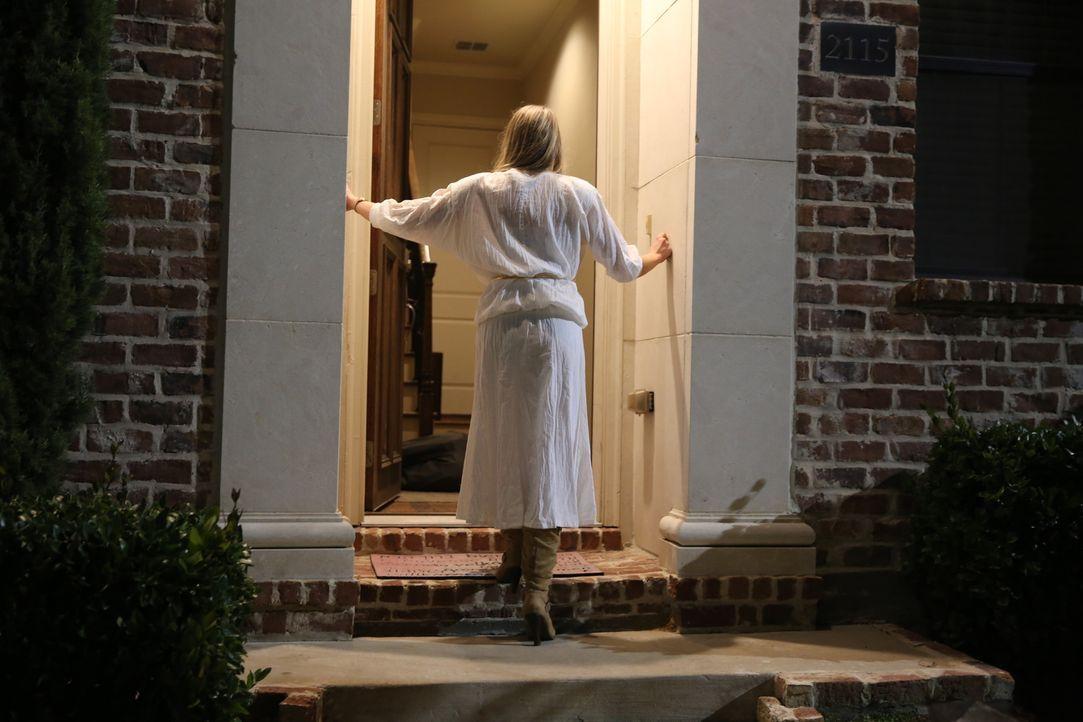 Pamela Smart (Foto) findet ihren getöteten Ehemann Greg Smart (24) im Eingangsbereich ihres Hauses ... Doch was hat sie mit dem Mord zu tun? - Bildquelle: 2016 AMS PICTURES. All Rights Reserved