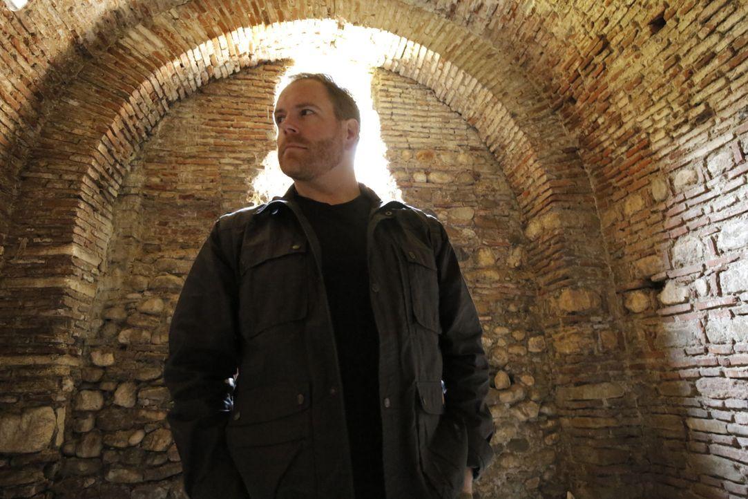Josh Gates geht dem Vampirmythos auf den Grund und besucht unter anderem die Festung von Vlad dem Eroberer. Denn der spielte bei der Entstehung dies... - Bildquelle: 2015,The Travel Channel, L.L.C. All Rights Reserved