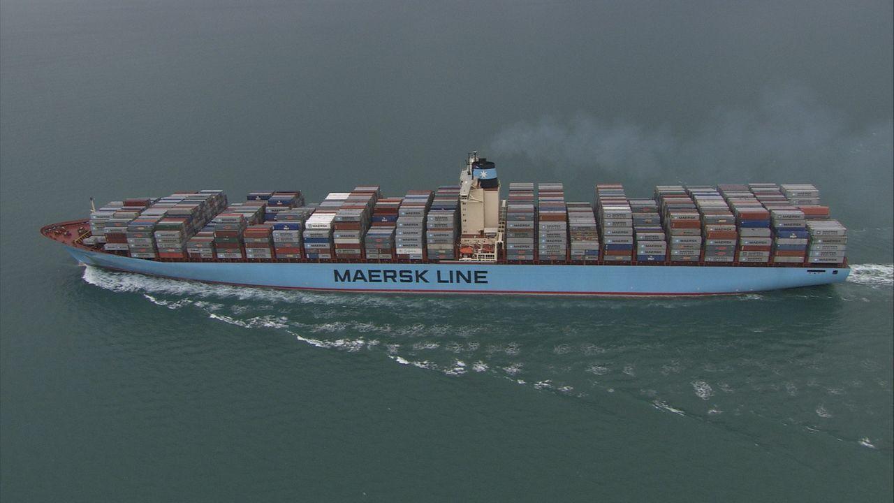 Eines der größten Containerschiffe der Welt, sie kann bis zu 11.000 Schiffcontainer in kürzester Zeit weltweit transportieren: die MS Emma Maersk ..... - Bildquelle: Exploration Production Inc.