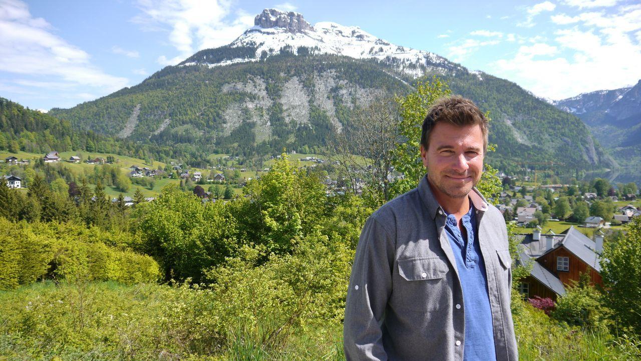Zirben-Schnaps, ein Bier-Spa und eine alpine Hausparty - Jack Maxwell bekommt einen Geschmack für die österreichische Geselligkeit und hochprozentig... - Bildquelle: 2014, The Travel Channel, L.L.C. All Rights Reserved.