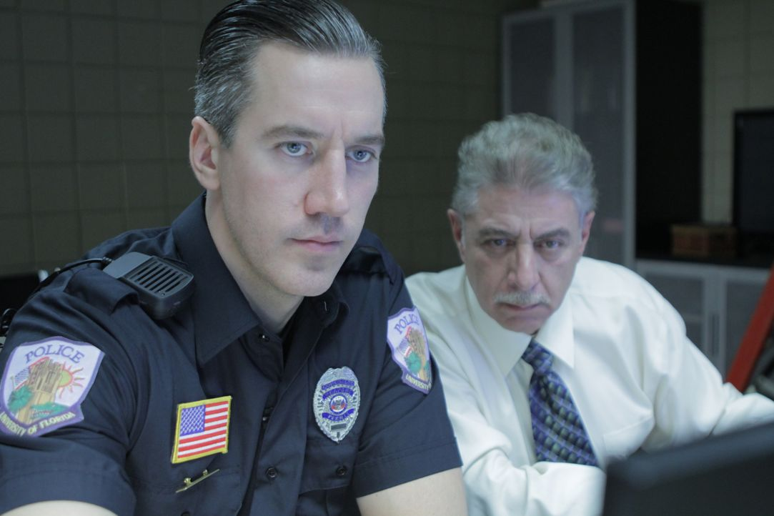 Officer Timothy Peck (l.); Detective Randal Roberts (r.) - Bildquelle: Alvaro Acosta Arrow International Media/Saloon Media Inc / Alvaro Acosta
