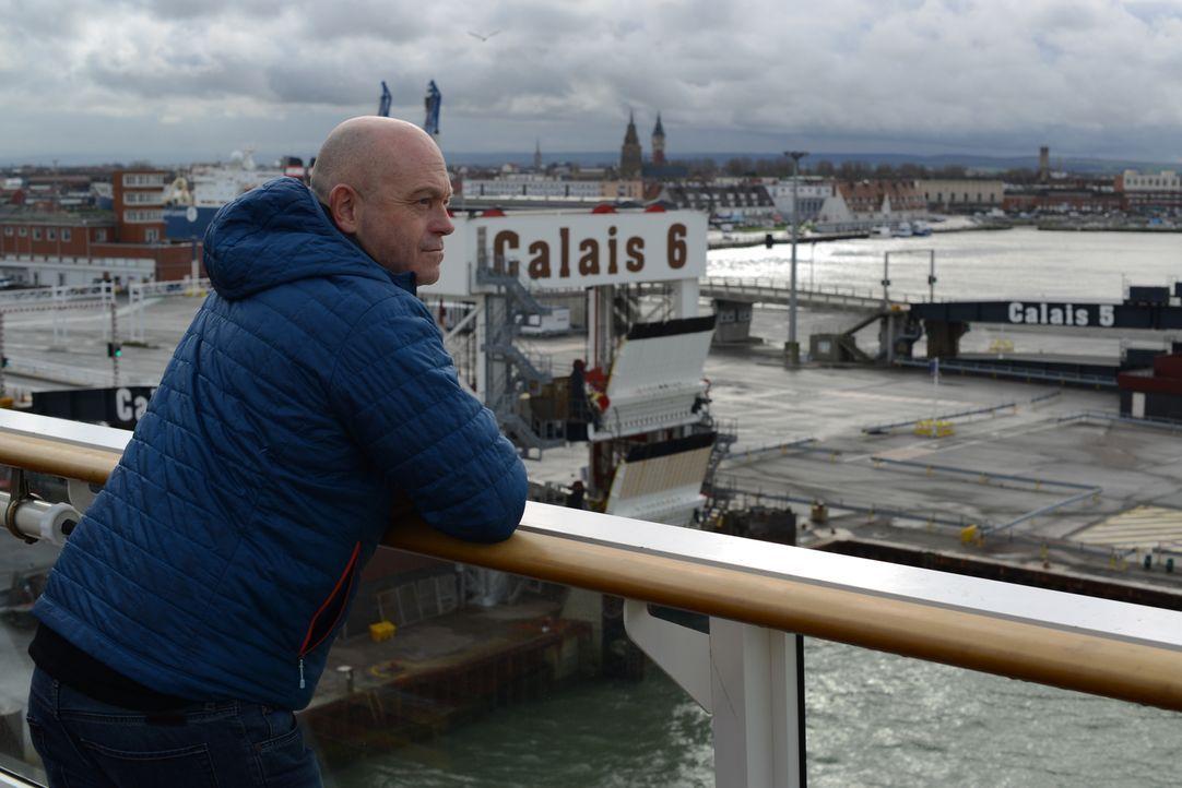 Über 3000 Migranten leben in Calais, alle mit dem Ziel, den Ärmelkanal zu überqueren und ein neues Leben in Großbritannien zu beginnen. Ihre Verzwei... - Bildquelle: Freshwater Films Ltd 2015