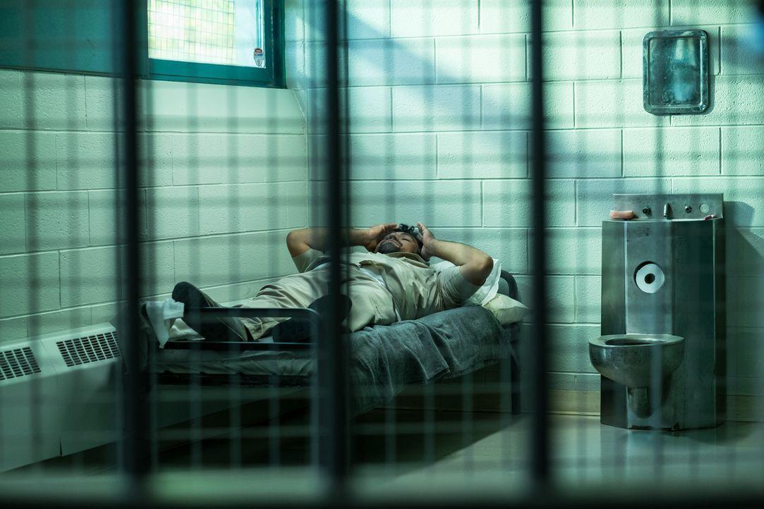 Können die Ermittler dem inhaftierten Gangmitglied Luis Rodriguez (Rene Payes) den Mord an der schwangeren Kelsey Monahon nachweisen? - Bildquelle: Darren Goldstein Cineflix 2015