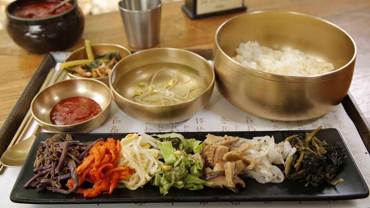 Seoul ist ein Paradies für Fleischliebhaber. Andrew Zimmer lässt sich die ik... - Bildquelle: 2016, The Travel Channel, L.L.C. All Rights Reserved